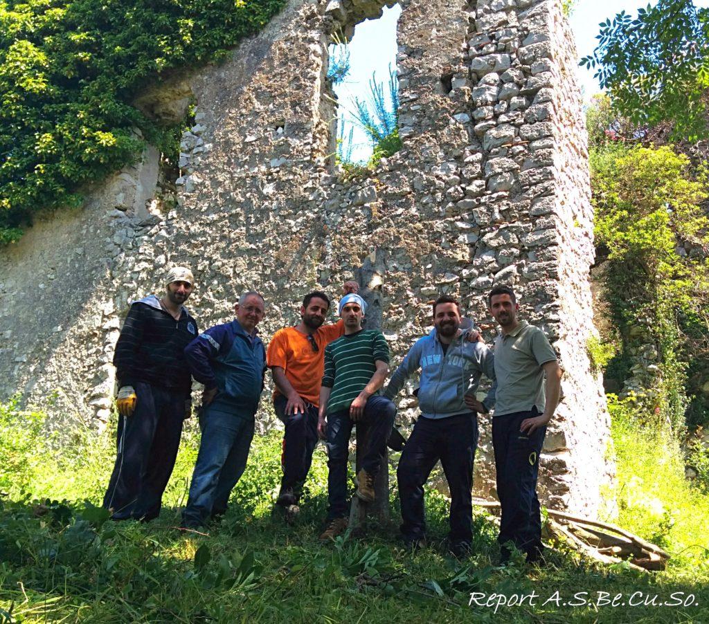 I volontari nella corte del Castello
